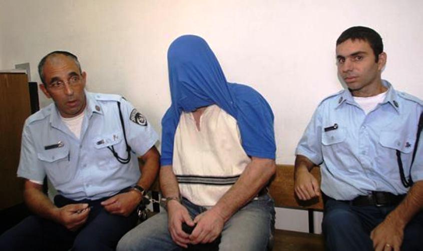 שמעון בן טוב בעת מעצרו ב-2004. צילום: באובאו