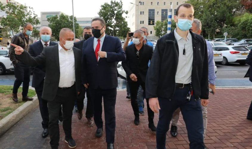 השר ישראל כץ וראש העירייה, תומר גלאם. צילום: סיון מטודי