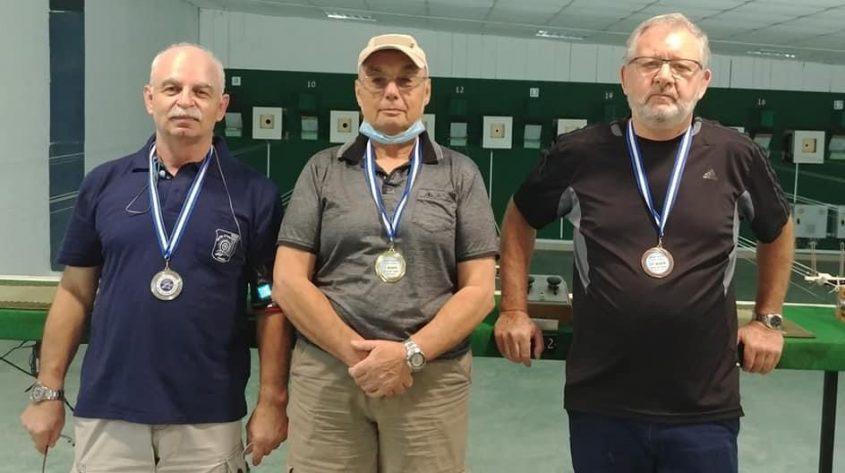 בוריס פולק משמאל) במקום השני באליפות לסופר סניורים גיל 65+) באקדח אוויר. צילום: מועדון הקליעה הפועל אשקלון