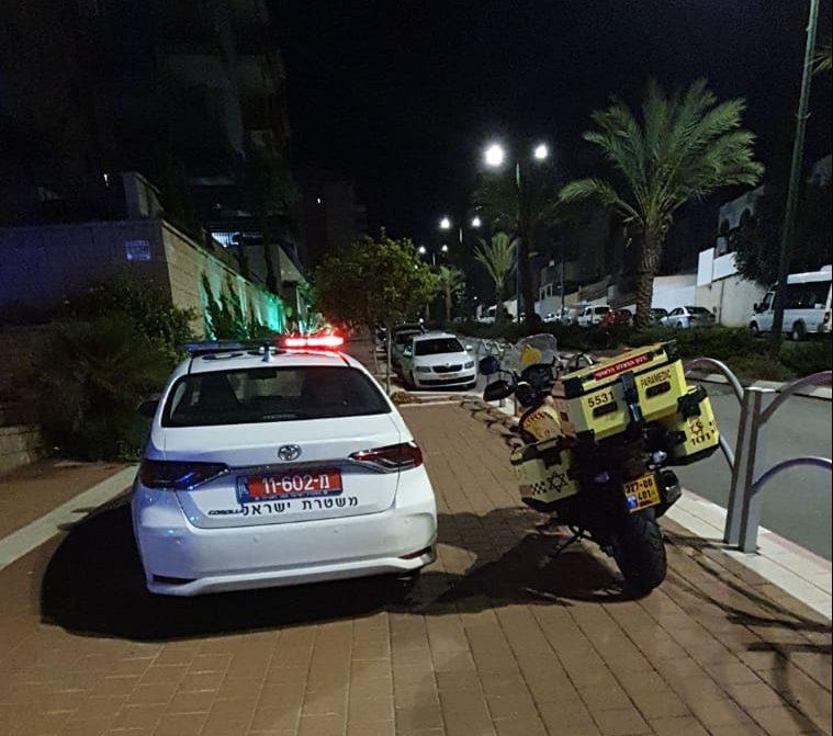 """ניידת משטרה ואופנוע מד""""א שהוקפצו למקום בעקבות המקרה"""
