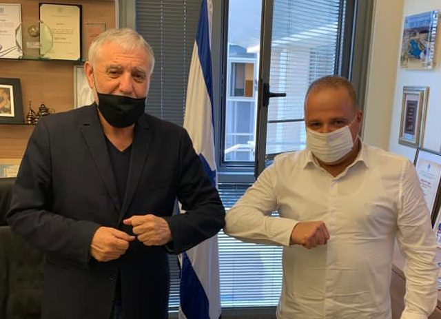 גלאם עם חבר הכנסת מאיר כהן. צילום: דוברות עיריית אשקלון