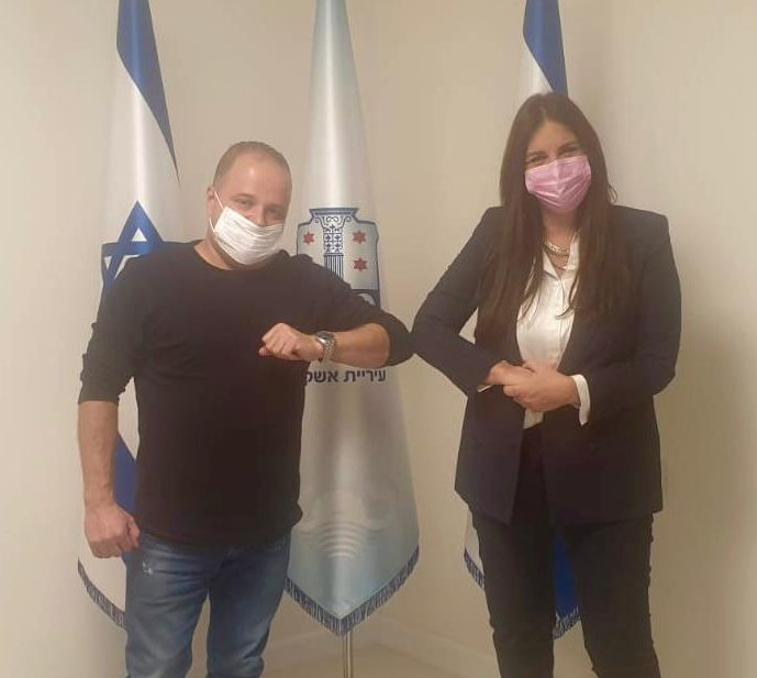 גלאם עם חברת הכנסת קרן ברק. צילום: דוברות עיריית אשקלון