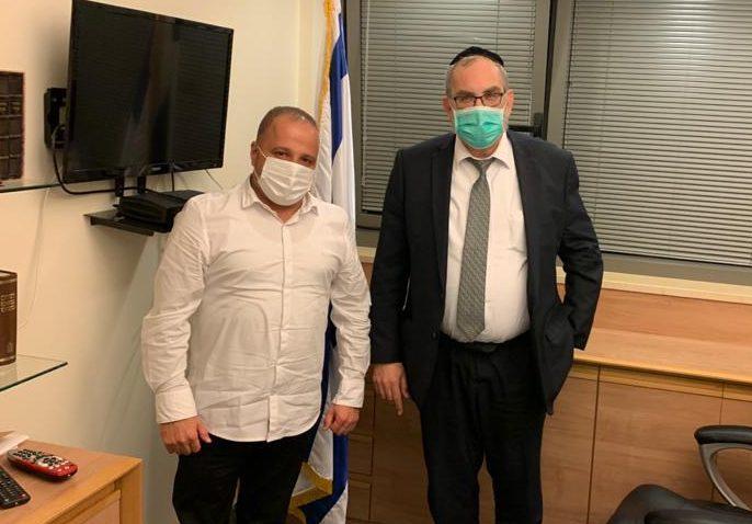 גלאם עם חבר הכנסת יעקב אשר. צילום: דוברות עיריית אשקלון