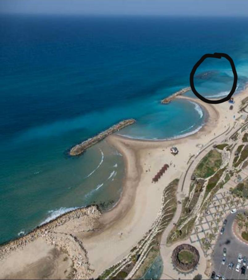 מיקום שובר הגלים שקרס, מולו הוקם הדורבן. צילום: החברה להגנה על מצוקי הים התיכון