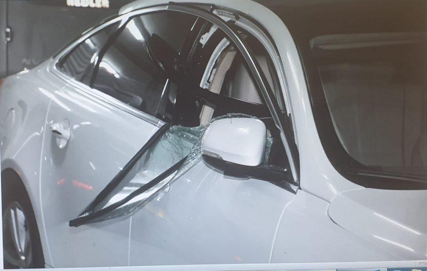 המונית לאחר הפריצה. צילום: דוברות המשטרה