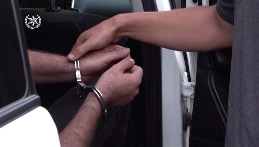 ביצוע מעצר חשוד. צילום: דוברות המשטרה