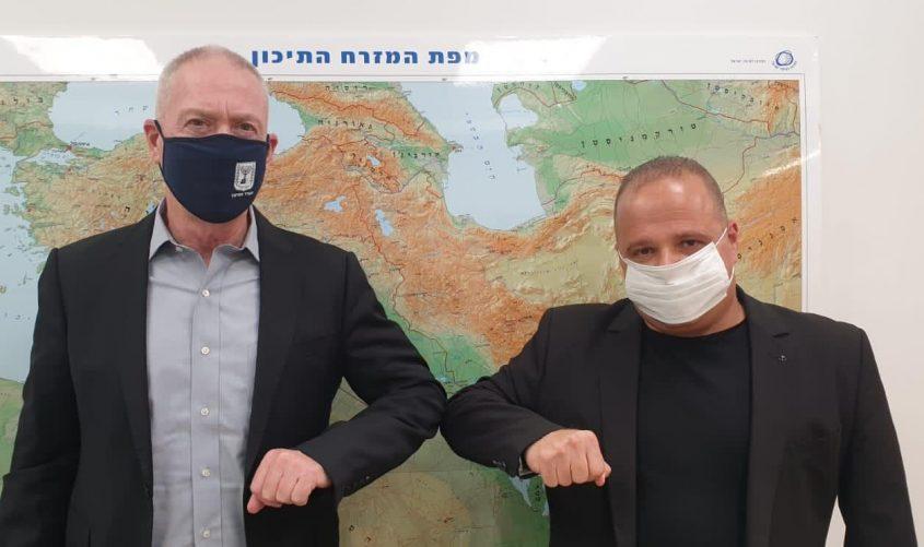 תומר גלאם ושר החינוך יואב גלנט. צילום: דוברות עיריית אשקלון