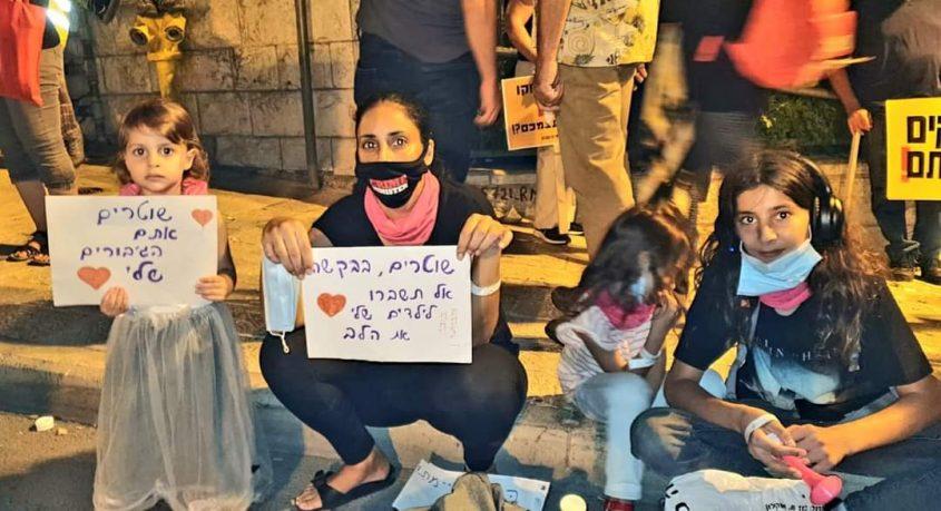 דיקלה וילדיה בהפגנה בבלפור