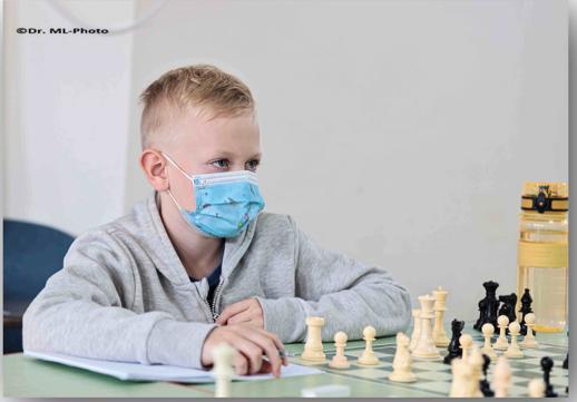 ארטיום וישר מול לוח השחמט
