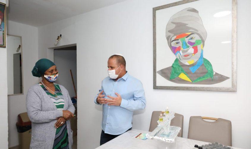 תומר גלאם ואגרנש מנגיסטו. צילום: דוברות עיריית אשקלון