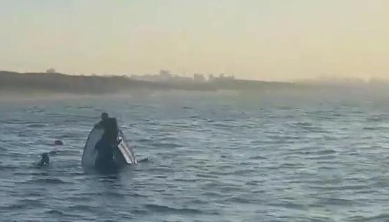 כך נראתה הסירה כשהגיעו השוטרים. צילום: דוברות המשטרה