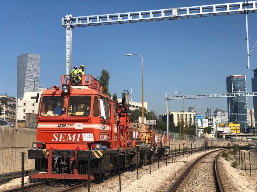 העבודות לחישמול מסילות הרכבת. צילום: דוברות רכבת ישראל