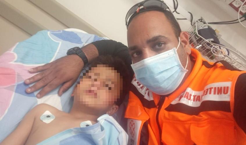 החובש אהרון מורי והאחיין של אשתו בבית החולים