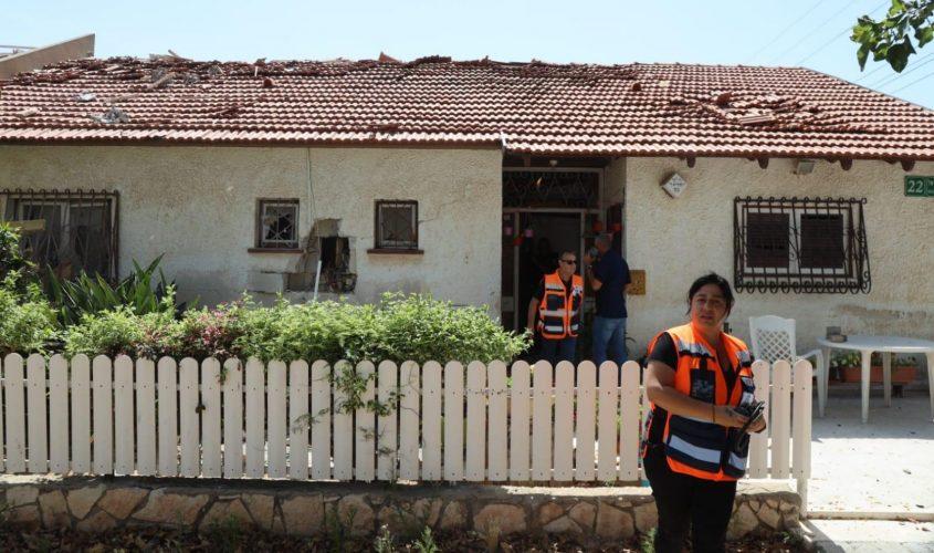 בית שנפגע מרקטה היום באשקלון. צילום: אלדד עובדיה