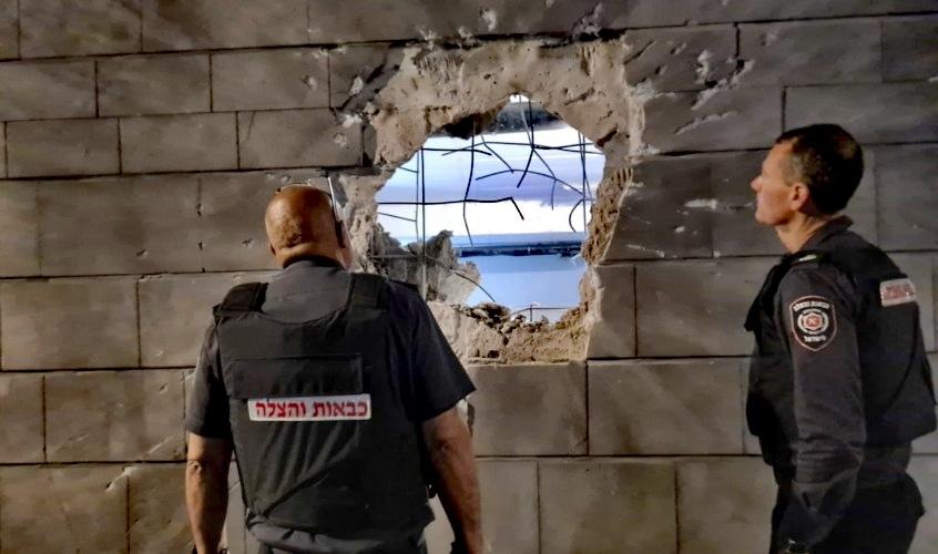 הפגיעה הישירה בבניין באשקלון. צילום: תיעוד מבצעי כבאות והצלה
