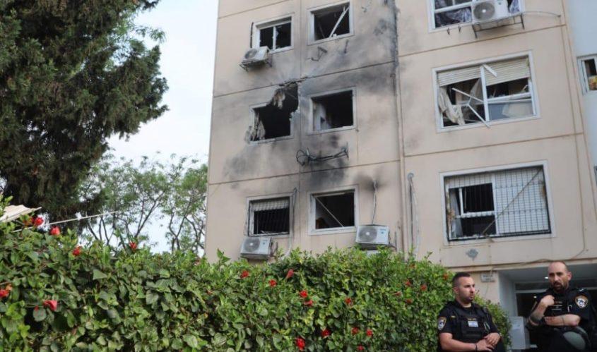 הבניין שנפגע באשקלון. צילום: אלדד עובדיה