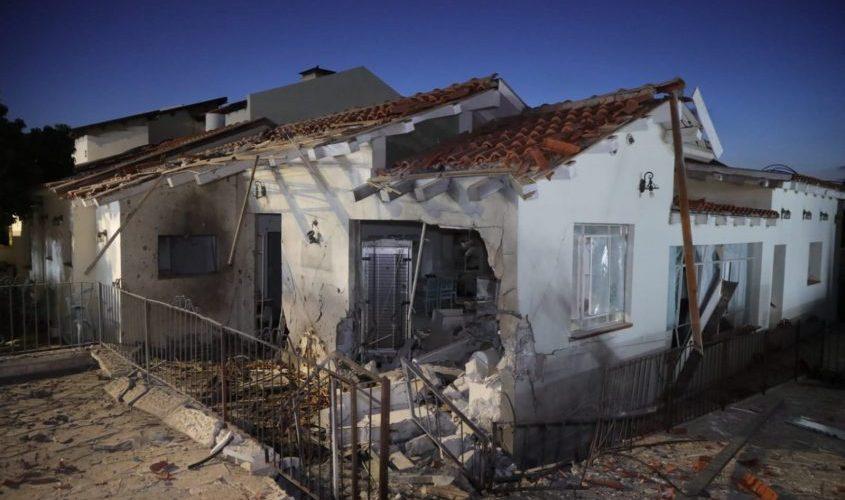 בית שנפגע מפגיעה ישירה באשקלון. צילום: אלדד עובדיה