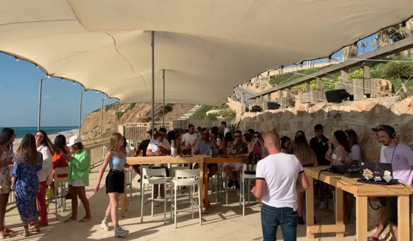 """Goote Beach Bar במתחם """"סוכה הלבנה"""""""