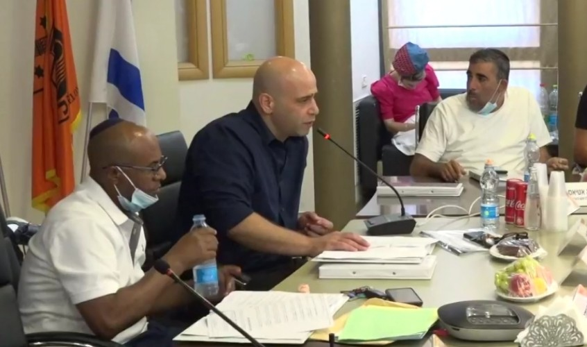 חבר המועצה, איתי סהר, אתמול בישיבה. צילום: אלדד עובדיה