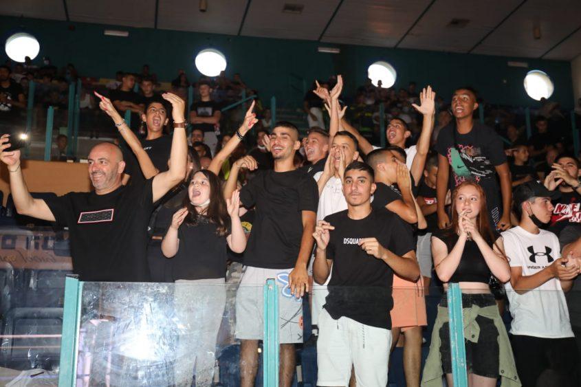 הקהל בתחרות MMA. צילום: פוטו יוסי את עוזי