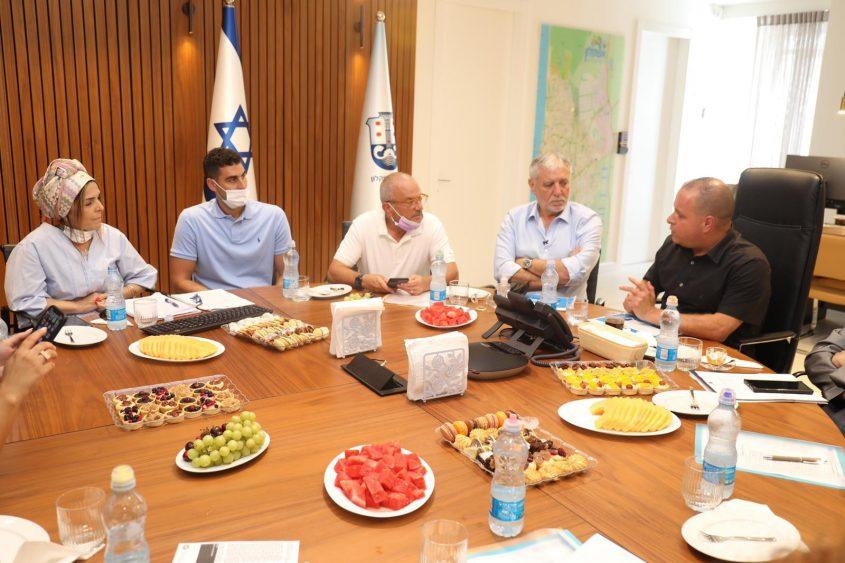 שר הרווחה מאיר כהן בפגישת עבודה בעיריית אשקלון. צילום: פוטו יוסי את עוזי