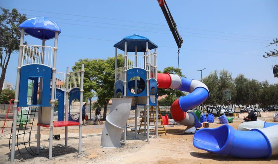 עבודות להקמת גן המשחקים ברחוב בית אל. צילום: אלדד עובדיה