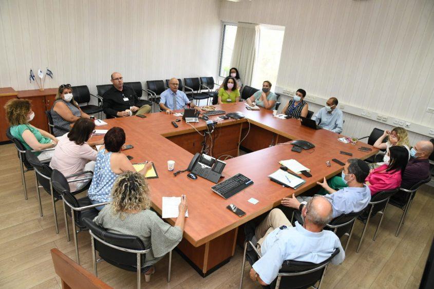 ישיבת הנהלה ראשונה. צילם: דוד אביעוז, צילום רפואי, דוברות ברזילי
