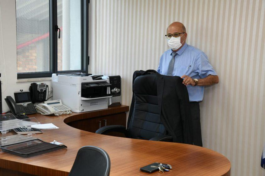 פרופ' חזי לוי במשרדו. צילום: דוד אביעוז, צילום רפואי, דוברות ברזילי