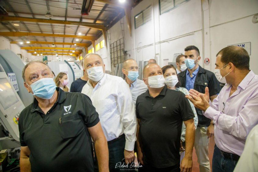 השרים במפעל רב בריח. צילום: אלדד עובדיה