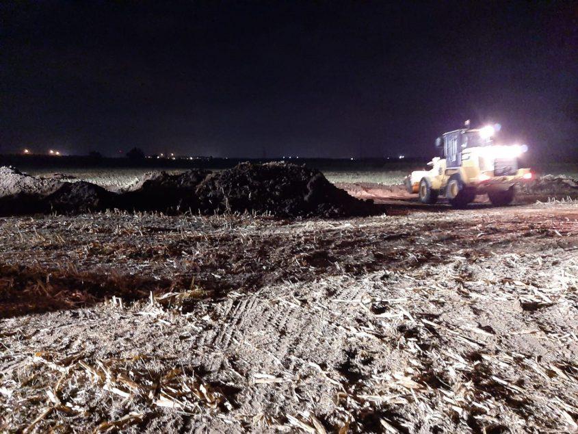 העבודות במקום הדליפה הלילה. צילום: המשרד להגנת הסביבה