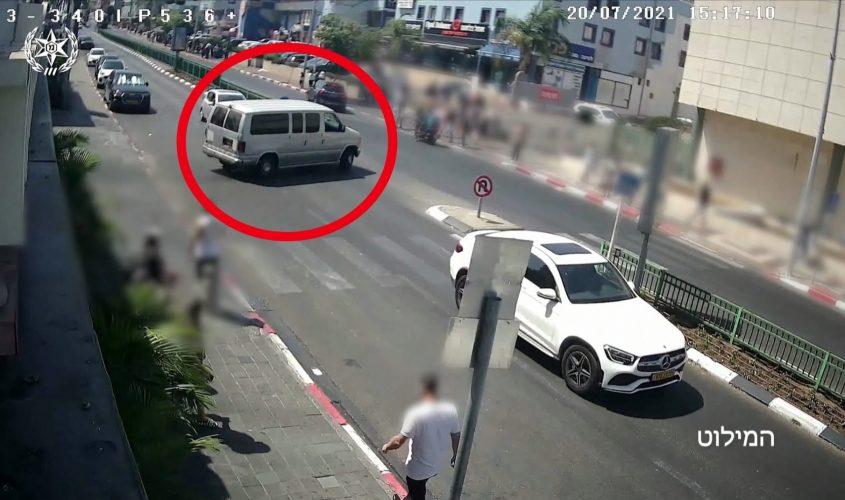 רכב החוטפים נמלט מהזירה. צילום: דוברות המשטרה