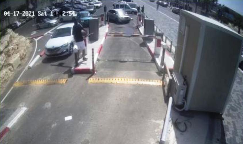 שוברים את המחסום בחניון המרינה